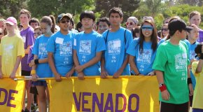 Students carrying Venado banner